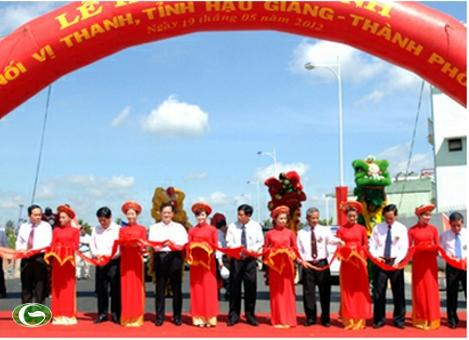 Thủ tướng Nguyễn Tấn Dũng cắt băng khánh thành đường nối Vị Thanh, Hậu Giang và Thành phố Cần Thơ