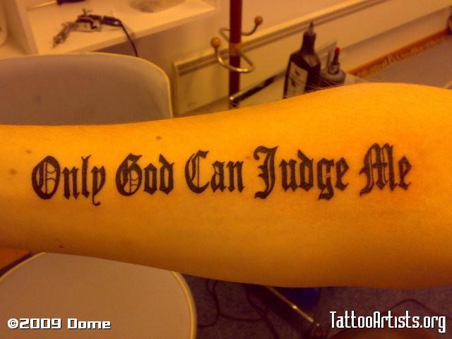 Тату на руке только бог мне судья на английском