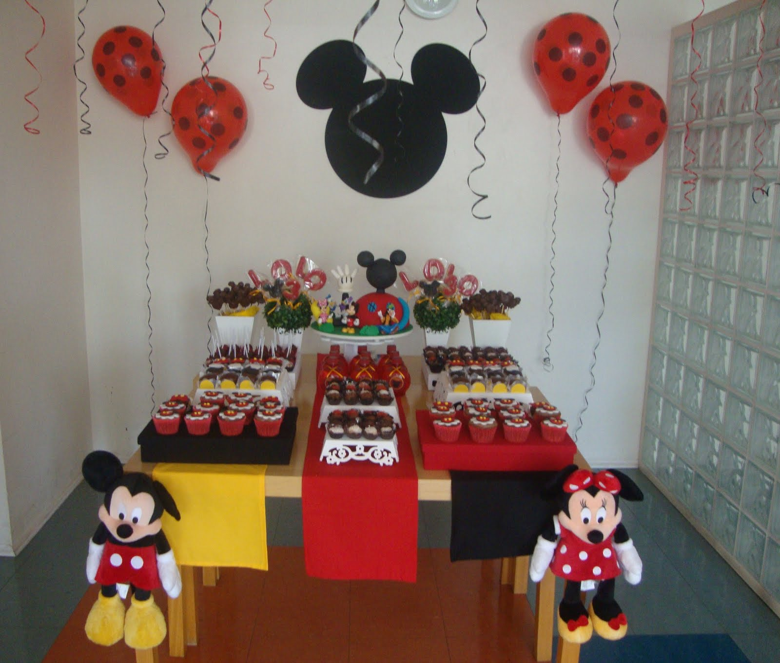 ANIVERSARIO MICKEY MOUSE   By Tatiana Bonotto