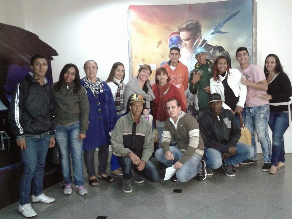 Alunos e professores da EJA vão ao cinema aprender História do Brasil