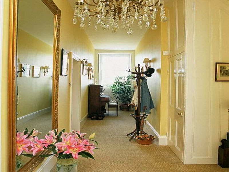 How to Organize Right Apartment Foyer