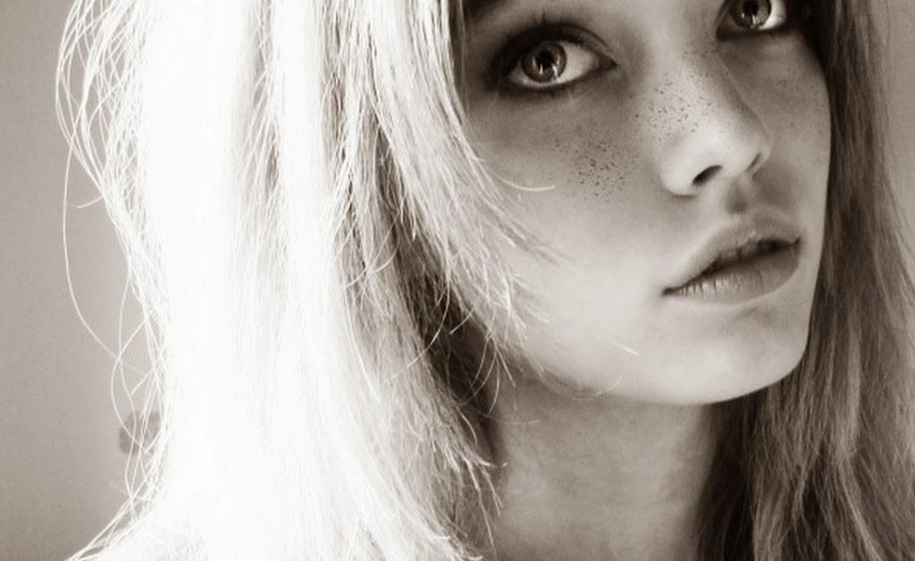 rostro-mujer-bonita-en-blanco-y-negro-foto