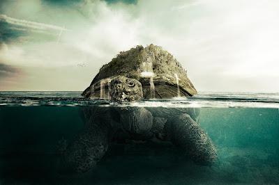 Tortuga gigante en la orilla del mar