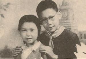 """哥哥12岁,我8岁,「北京市东四区一中心小学」共同的校友。(现在的""""府学胡同小学"""")"""