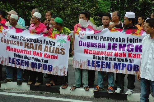 UMNO-NAJIB -SPEAKER REFUTED FELDA SETTLERS REQUEST 4 MPOB( MALAYSIAN PALM OIL BOARD)  LICENSE !!