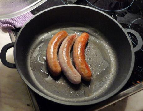 Makkelijk recept om worsten te bakken die niet openbarsten in de pan