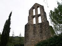 El campanar d'espadanya de quatre finestrals situat en el mur de ponent de l'ermita