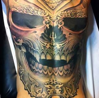 Tattoo de caveira e Samurai