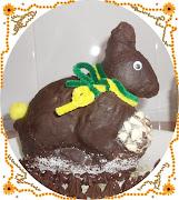 Después adorne el huevo de pascua de chocolate blanco.