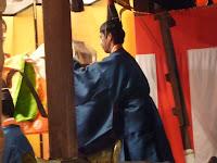 つき上がった亥子餅を、神前に奉納する儀式