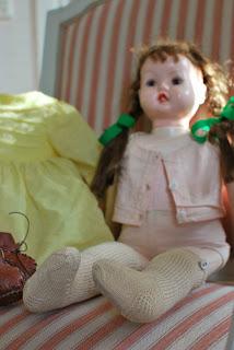 Muonamihen mökki - 50-luvun nuken sukat