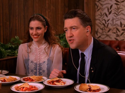 Mädchen Amick as Shelly Johnson and David Lynch as Gordon Cole