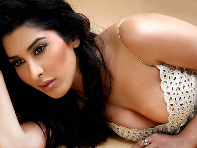 Sophia Chaudhary Hot Photos