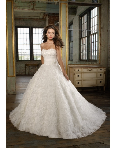 Wedding Dresses: discrepancy of China and Western wedding customs