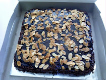 ALMOND CHOC BROWNIS