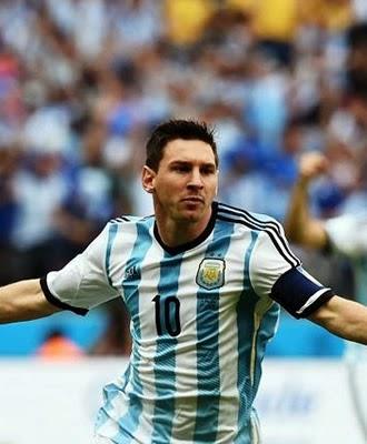 Argentina vence Nigéria com grande atuação de Lionel Messi