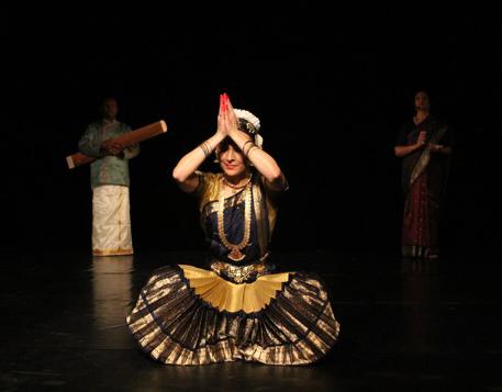 jenter for bachelor fest indisk malayalam film