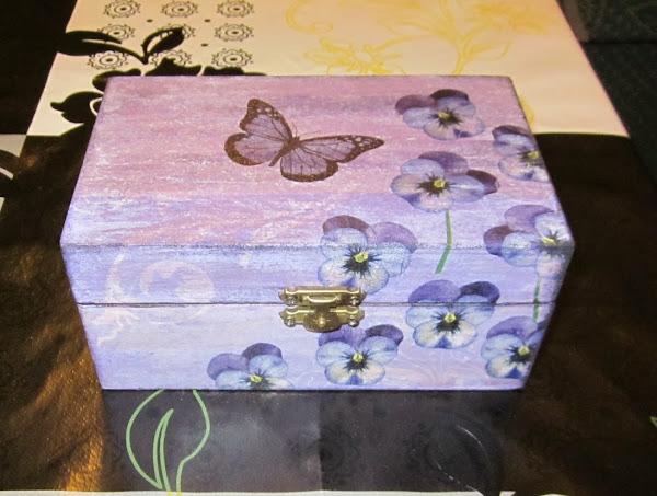 Joyero decoupage aprender manualidades es - Cajas de madera manualidades ...