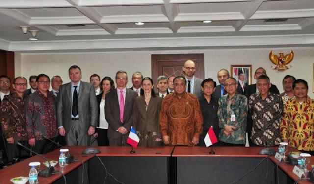 Duta Besar Perancis Corinne Beutze dan Menteri Koordinator Kelautan Indonesia Indroyono Soesilo