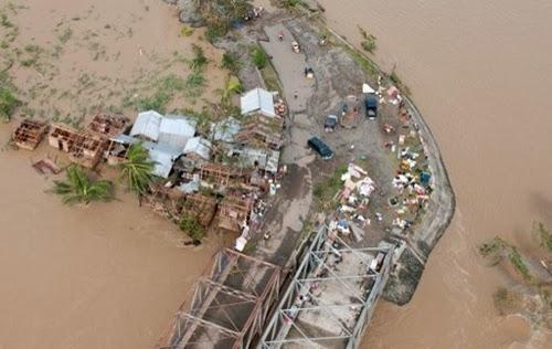 Người sống sót sau bão: 'Tôi nghĩ đến sóng thần'