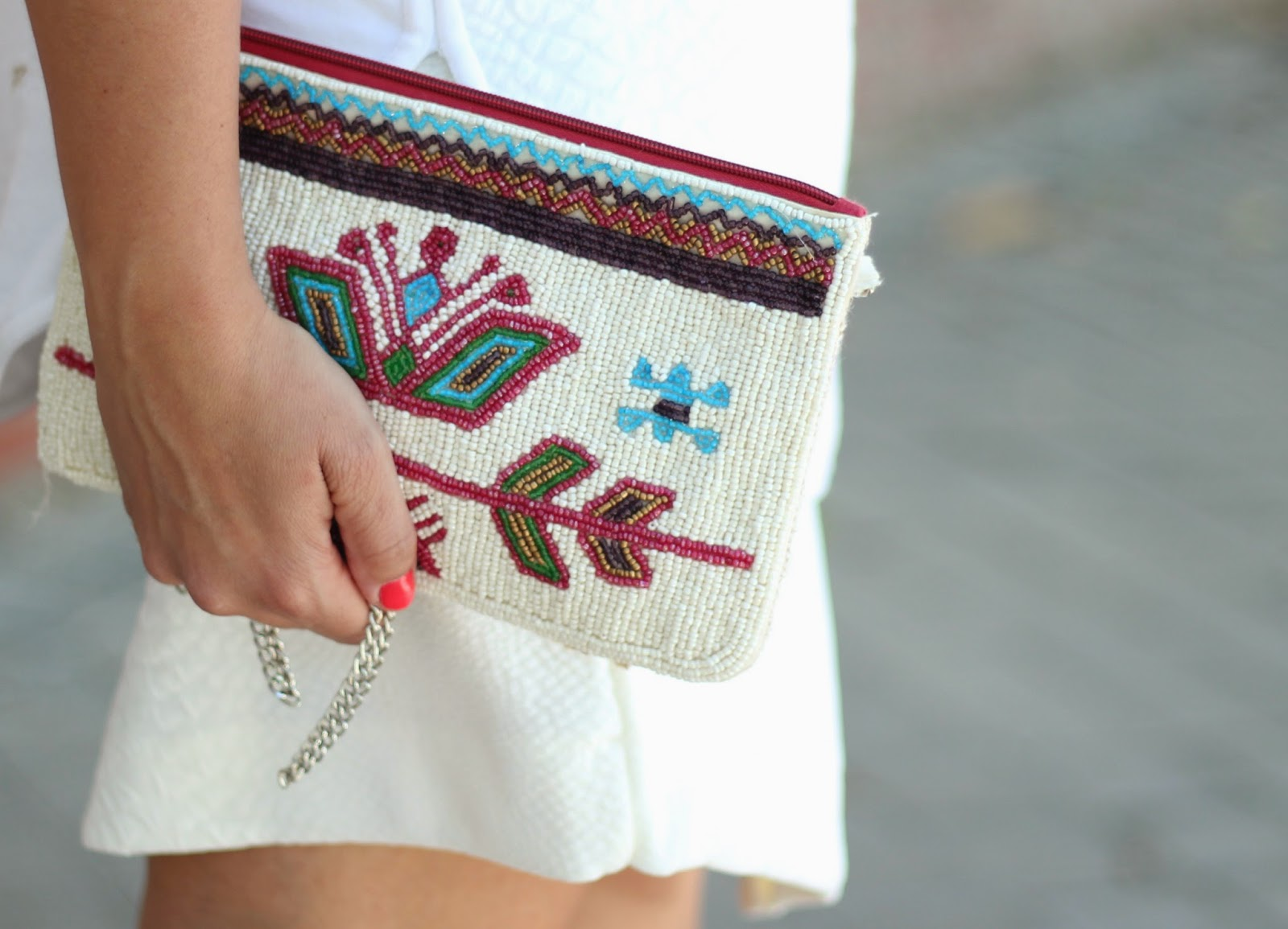 photo-look-street_style-total_white-skirt-hippy_nini_bag