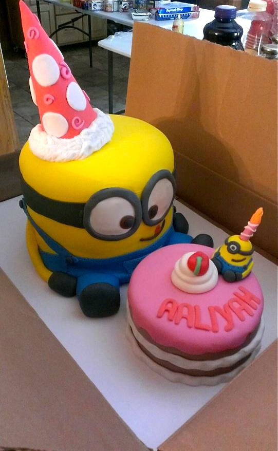 Piece-A-Cake! : 3D Minion Cake (Despicable Me)