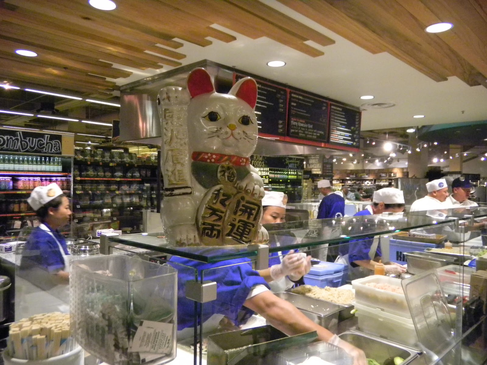Sushi in the atx whole food market 39 s flagship store opens for Fish store austin