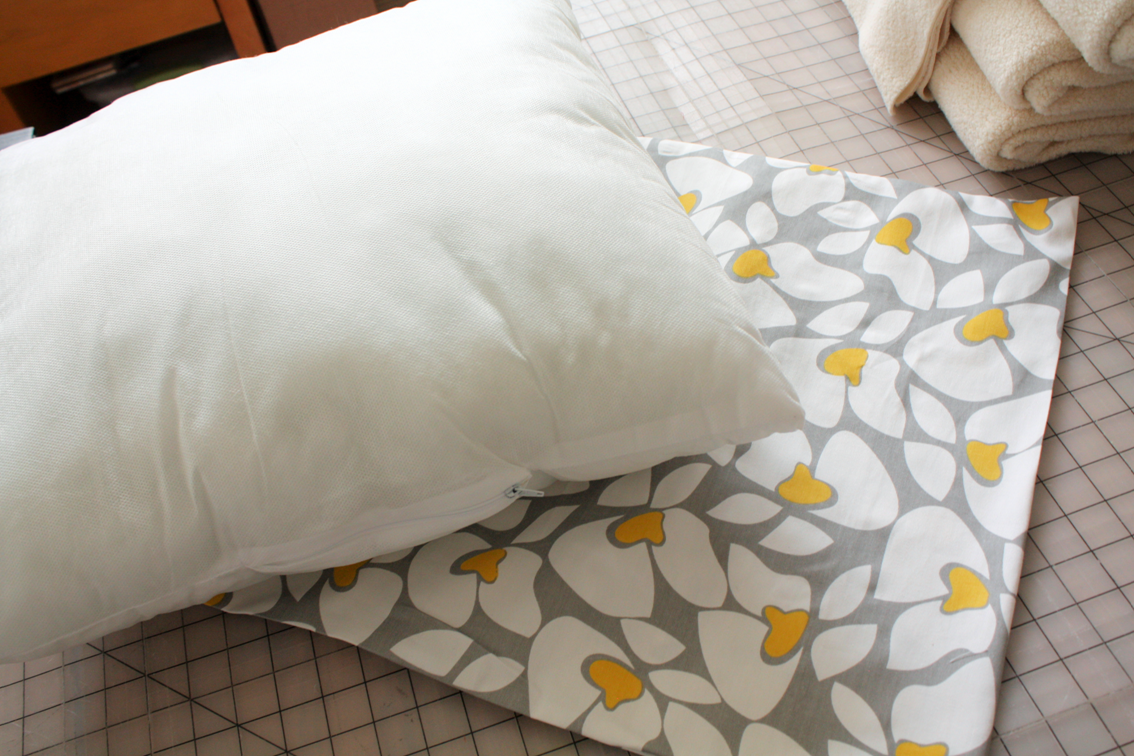 Throw Pillows Emoji : Naturally Creative Mama: Tutorial: Easy Peasy Envelope Closure Throw Pillow Cover