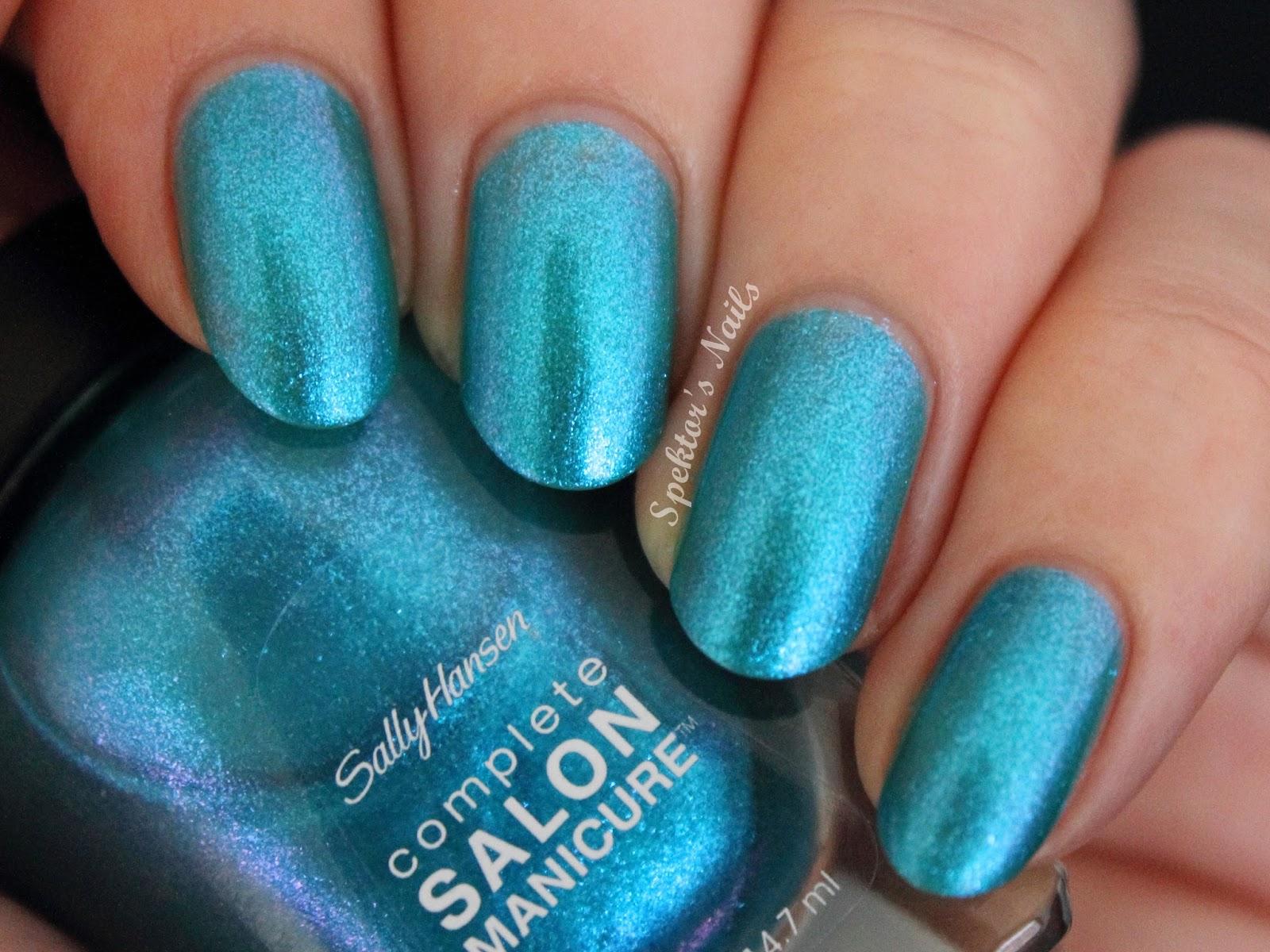 Sally Hansen Beach Paradise: Searsucker feat. Blue Crush / Scaled Gradient
