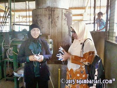Foto Sorgum : Ibu Menik dan Ibu Kurnia