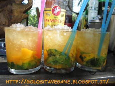 aperitivo alcolico, Bevande, caipirissima, cocktail, erba limoncina, lime, limoni, mango, melissa, mojto, ricette vegan, rum, zucchero canna,