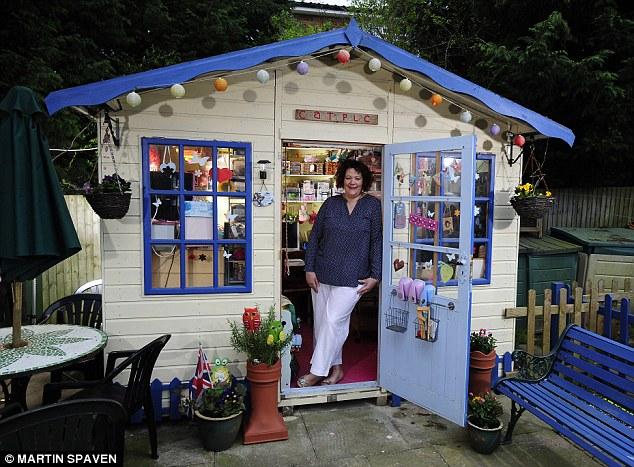 Man Cave Woman Shed : Lloyd s no men allowed women build own backyard sheds