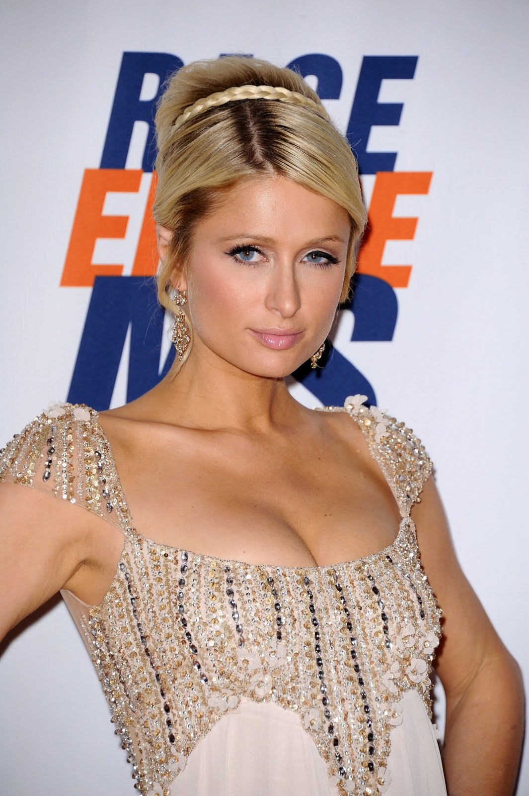 http://1.bp.blogspot.com/-UzF_h5rbJlc/Tb2CwHhZ4EI/AAAAAAAAFIU/FfRAKhUmEIs/s1600/Paris-Hilton--at-18th-Annual-Race-To-Erase-MS-010.jpg