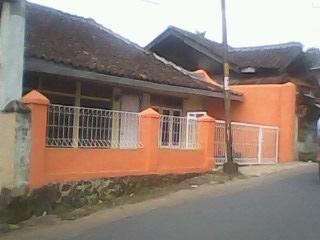 Rumah dijual di pinggir jalan untuk usaha