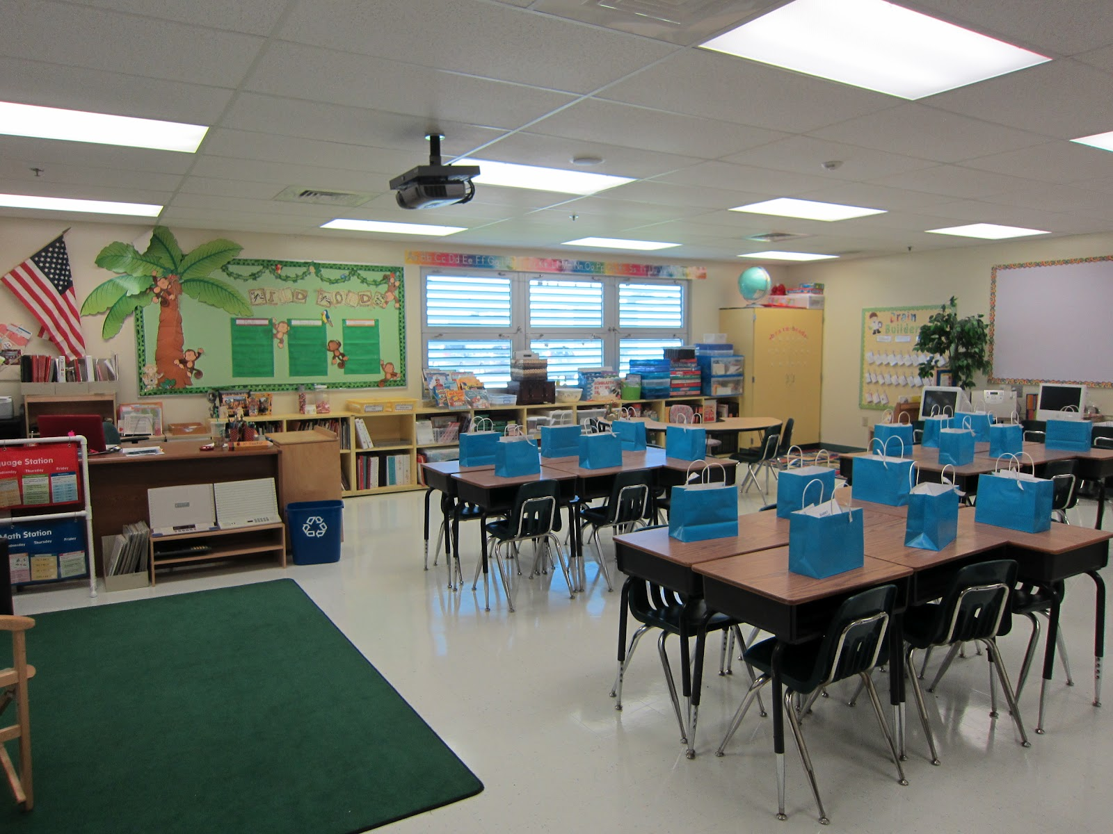 Classroom Setup Ideas ~ Classroom tour sunny days in second grade