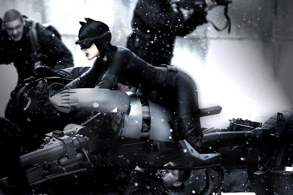 http://1.bp.blogspot.com/-V-3OW72USMw/Tkg9Nh_YgkI/AAAAAAAABvc/PZ4BiZIi5Nw/s1600/anne-hathaway-as-dark-knight-rises-catwoman-first-look-02%2Bcopia.jpg
