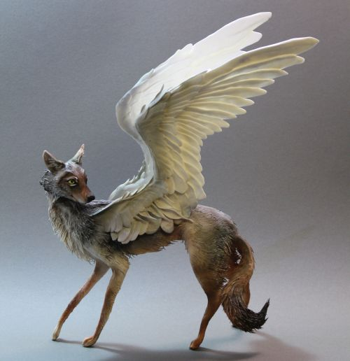 Ellen Jewett CreaturesFromEl deviantart esculturas surreais mixed animais Lady coiote