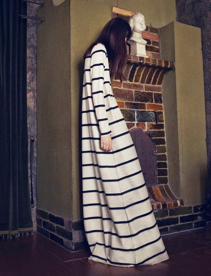 "<Img src = ""stripe_dress.jpg"" alt = ""striped_dress_details "">"