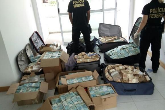 PF apreende um total de R$ 51 mi em dinheiro em apartamento atribuído a Geddel,  UMA VERGONHA!!!