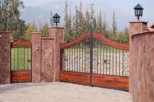 Fotos y dise os de puertas puertas portones - Portones de madera para exterior ...