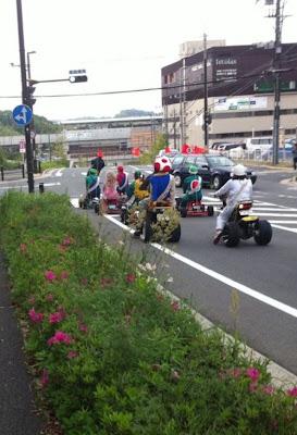 Mario Kart im echten Leben auf der Kreuzung