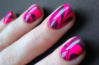 Ukrasavanje-noktiju-Water-Marble-nokti