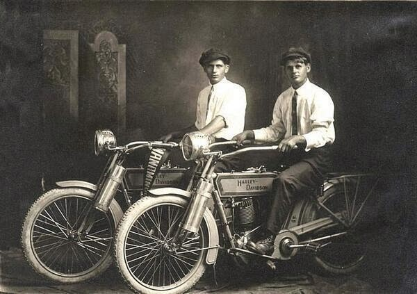 64 Historical Pictures you most likely haven't seen before. # 8 is a bit disturbing! -  William Harley and Arthur Davidson, 1914