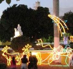 """Motivos Navideños en """"Monumento a la Madre"""", ciudad de Calkiní. 19dic12."""