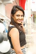 Neha Deshpande Glamorous look-thumbnail-9