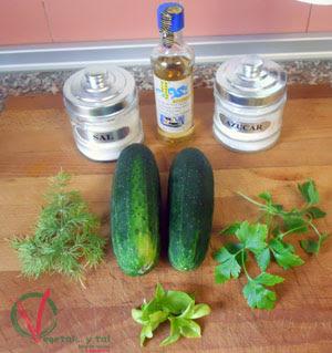 Ingredientes para el pepino marinado.