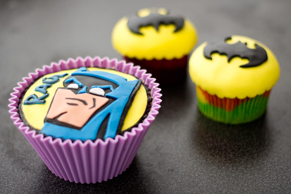 cupcakes decorados con motivos de Batman