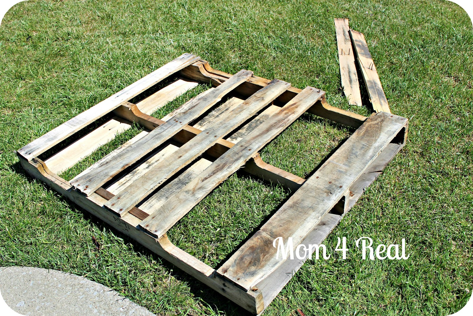 Make A Puppet Theater From A Pallet Mom 4 Real