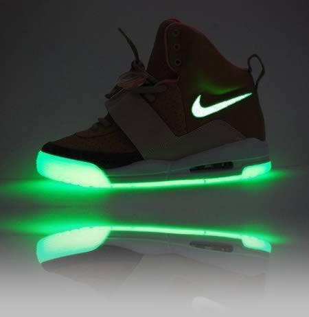 10 Inovasi Keren yang Terinspirasi dari Ultraviolet: Sepatu Tenis UV