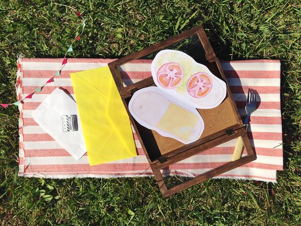 サンドイッチカードと雑貨のディスプレイ